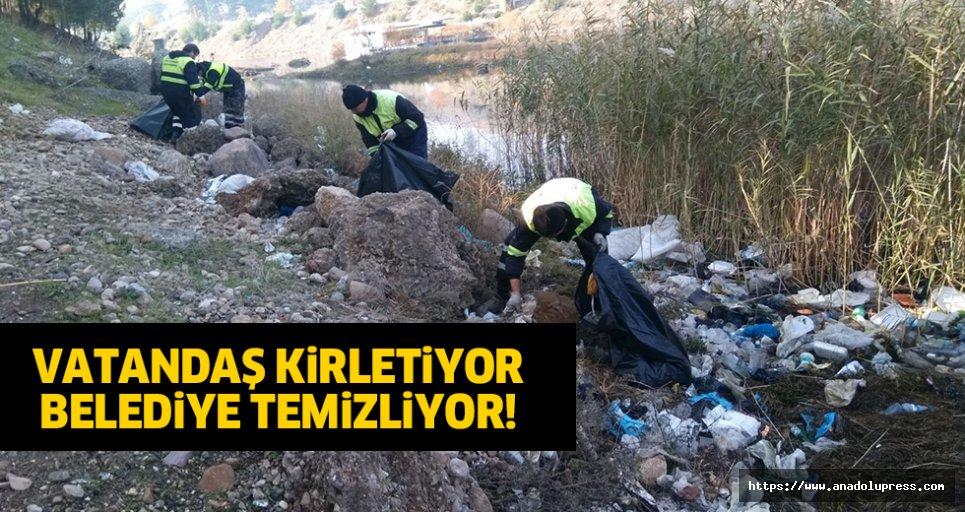Vatandaş kirletiyor, belediye temizliyor!