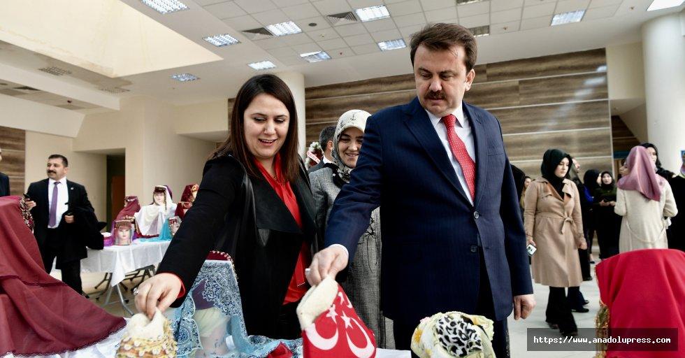 Anadolu Kadın Başlıkları Sergisi Açıldı