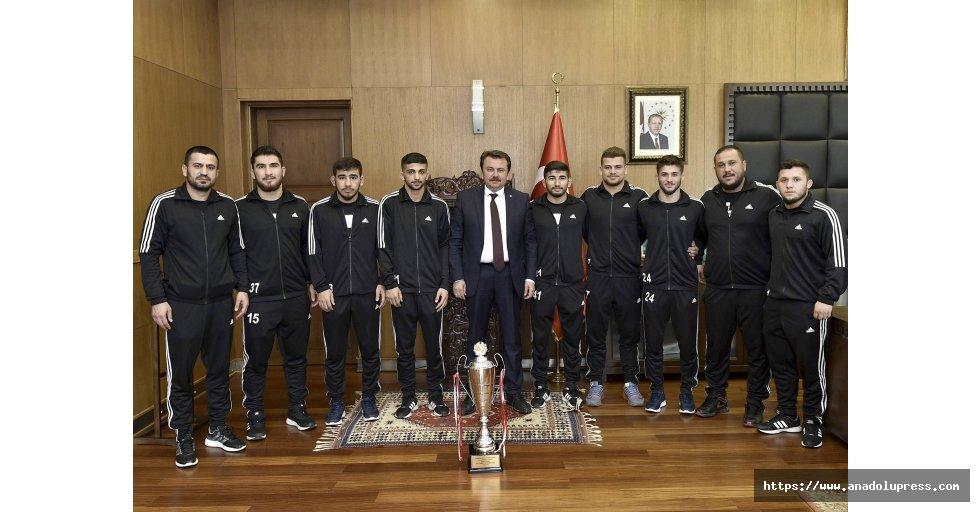 """Başkan erkoç: """"Güreşçilerimizden olimpiyat şampiyonluğu bekliyoruz"""""""