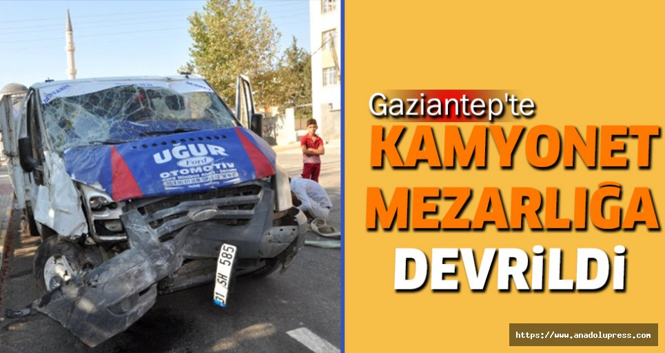 Gaziantep'te Kamyonet Mezarlığa Devrildi