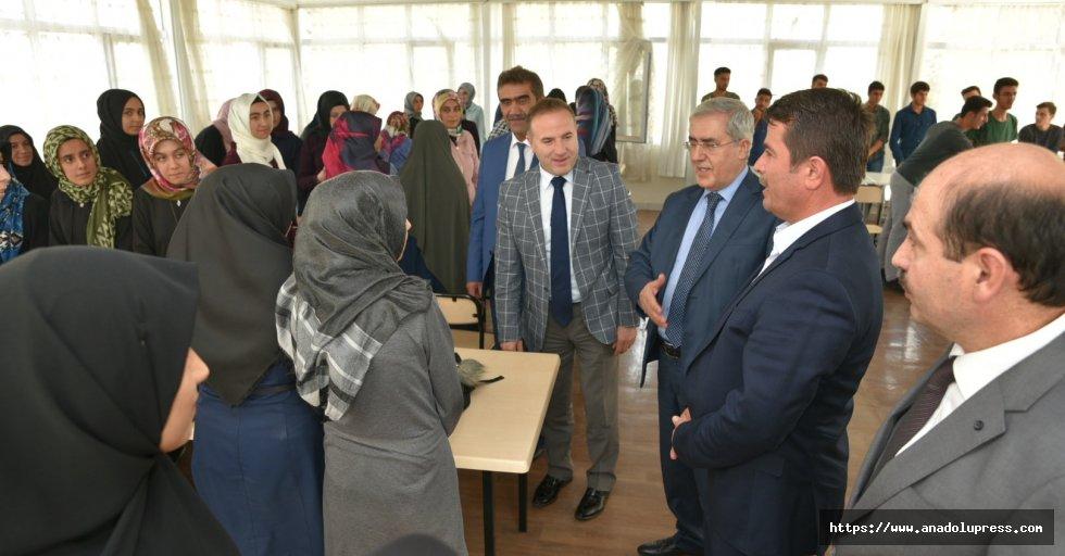 Başkan Okumuş'tan Üniveriste Öğrencilerine Hoşgeldin Hediyesi