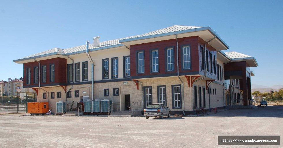 Afşin Gençlik Merkezi açılışa hazırlanıyor