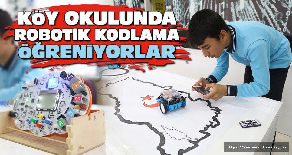 Köy Okulunda Robotik Kodlama Öğreniyorlar