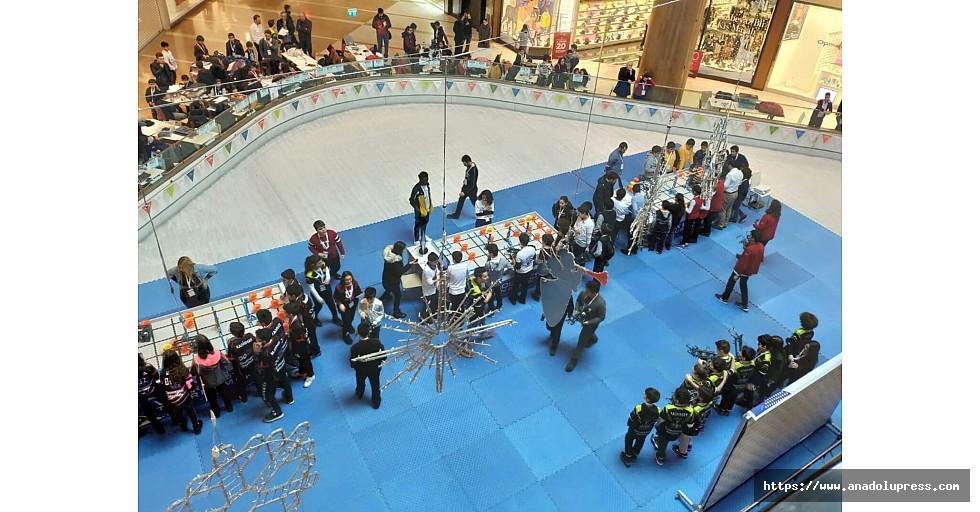 Geleceğinrobottasarımcıları Piazza'da yarıştı