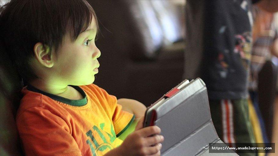 'Duygusal boşluk içerisindeki çocuk sanal bağımlılıklara yöneliyor'