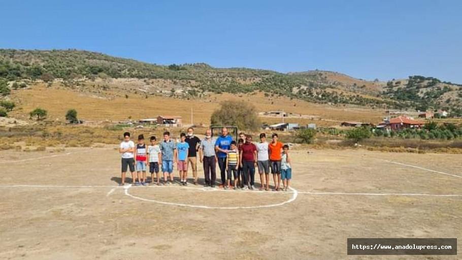 Dikili'de çocuklar futbol sahasına kavuştu