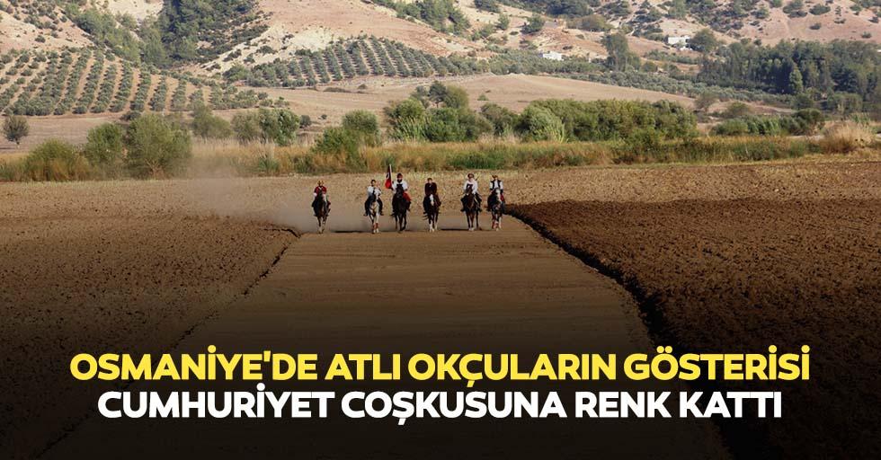 Osmaniye'de atlı okçuların gösterisi Cumhuriyet coşkusuna renk kattı