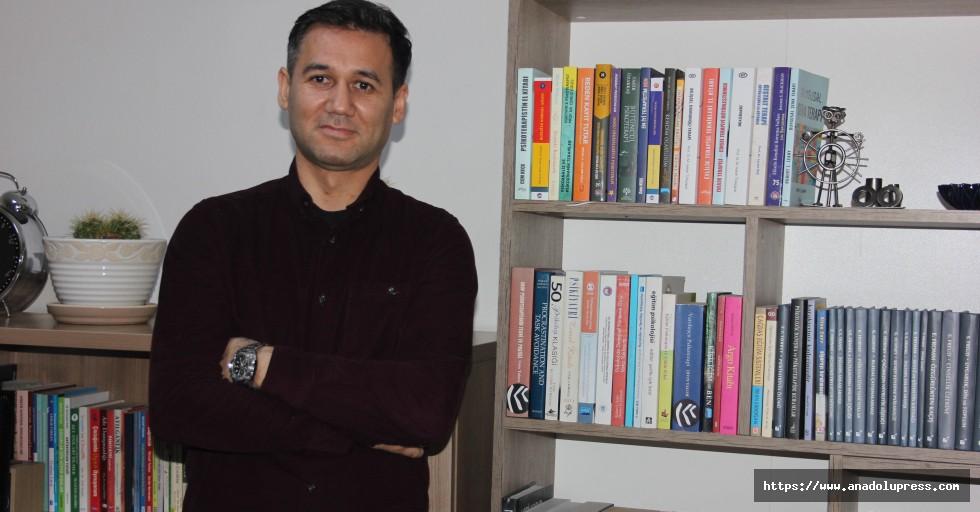 Dr. Mehmet Ünal bölgeye psikolojik danışmanlık yapıyor