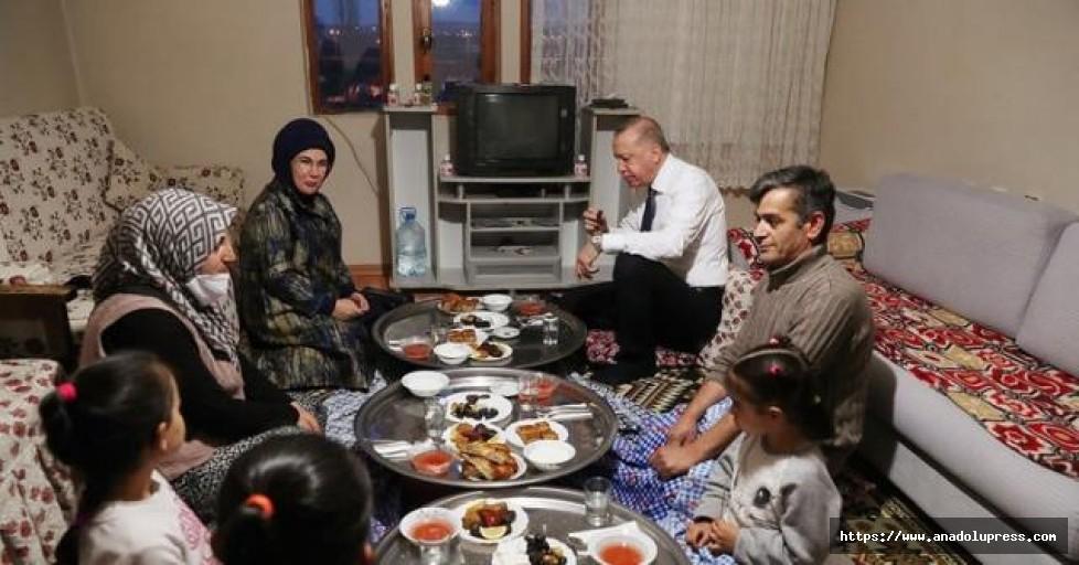 Cumhurbaşkanı Erdoğan yer sofrasında iftar yaptı