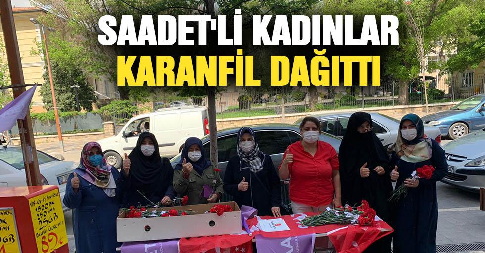 Saadet'li Kadınlar Karanfil Dağıttı