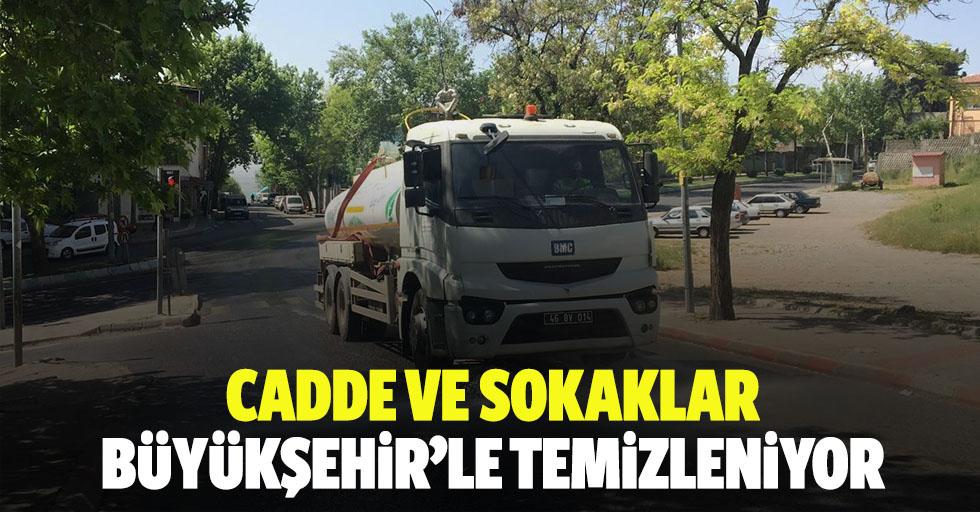 Cadde Ve Sokaklar Büyükşehir'le Temizleniyor