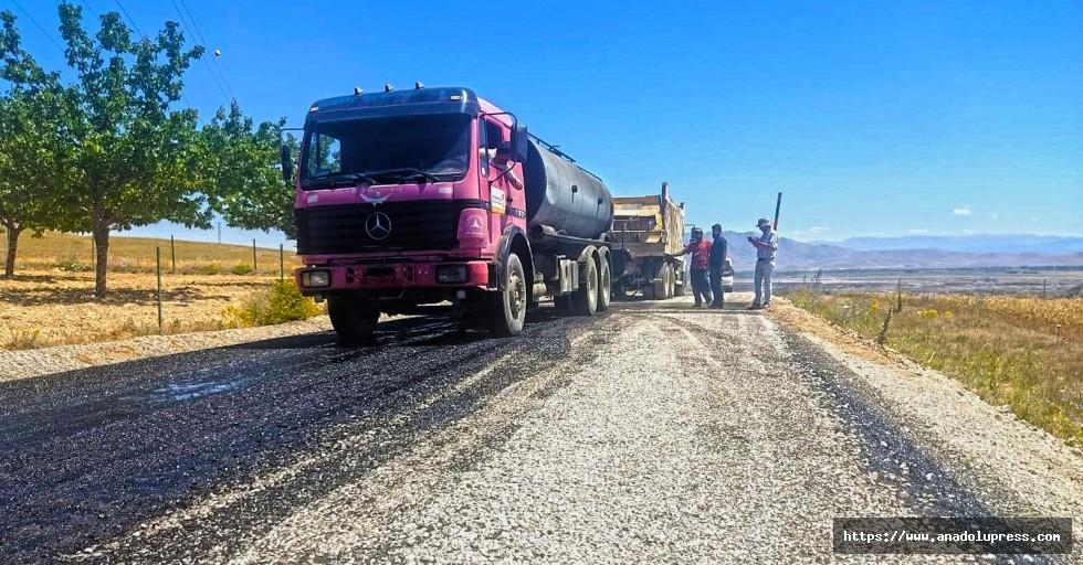 Elbistan'da 15 mahalleye ulaşım sağlayan yol yenileniyor