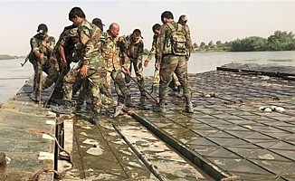 Rus askerleriFırat'ın üzerine köprü kurdu