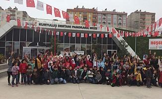 Rıdvan Hoca Vakfı Suriyeli Öğrecilere Panorama Müzesini Gezdirdi