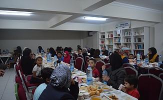 Rıdvan Hoca Vakfında Suriyeli Yetimlere İftar Verildi