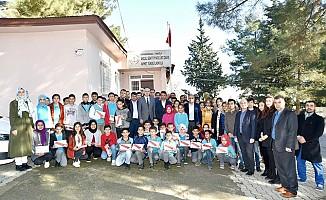 Başkan Okumuş'dan Öğrencilere Hediye