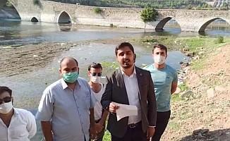 Saadet Partisi Kahramanmaraş Gençlik Kollarından Tarihi Taş Köprü Çevresindeki Kirlilikle İlgili Açıklama