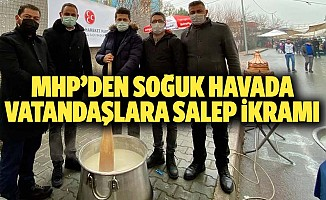 MHP'den soğuk havada vatandaşlara salep ikramı