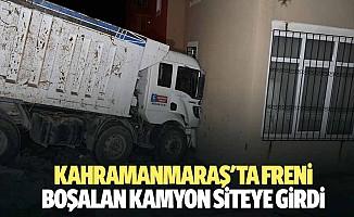 Kahramanmaraş'ta freni boşalan kamyon siteye girdi
