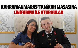 Kahramanmaraş'ta nikah masasına üniforma ile oturdular